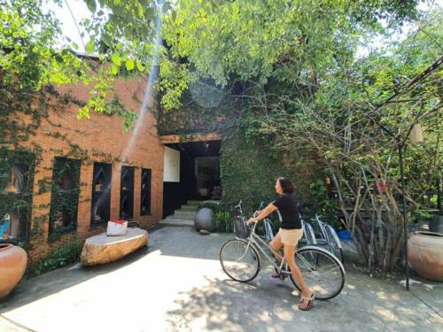 ขี่จักรยานที่ Silp Pa Phra Nakhon Si Ayutthaya หรือบริเวณรอบ ๆ