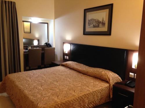 Cama o camas de una habitación en Grand Harbour Hotel