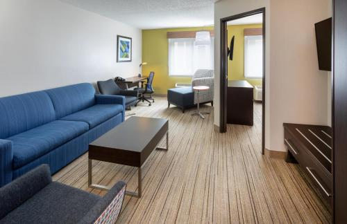 Гостиная зона в Holiday Inn Express Hotel & Suites Minneapolis-Downtown Convention Center
