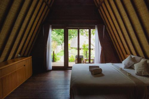 A bed or beds in a room at Batan Sabo Cottage