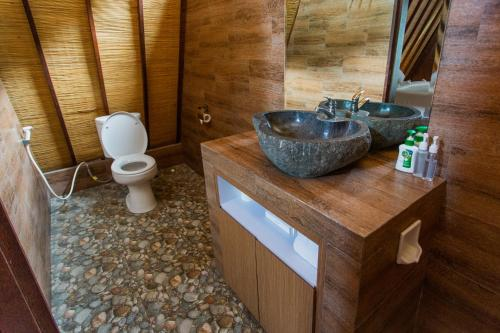 A bathroom at Batan Sabo Cottage