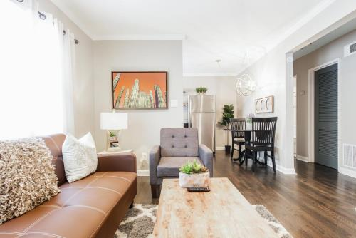 A seating area at Stylish OneBedroom in Popular Virginia Highland