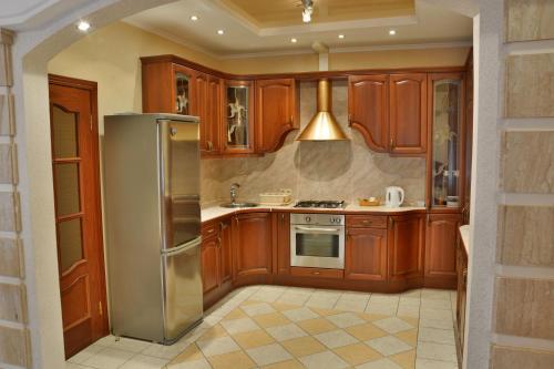 Кухня или мини-кухня в Apartment Nevskaya Classica