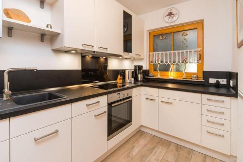 A kitchen or kitchenette at Haus Eichhörnchen 5a