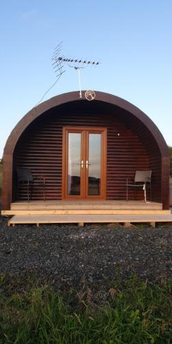 Pond View Luxury Pod with Outdoor Hot Tub