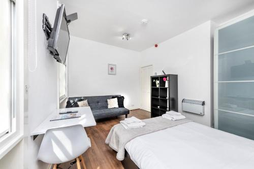 A bed or beds in a room at Soho Central Apartments