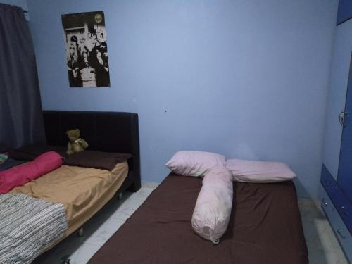 A bed or beds in a room at Awesome and Cost Efficient Homestay