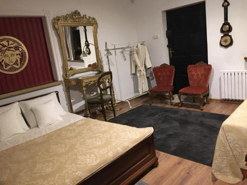 A bed or beds in a room at Pokoje Pod Różą