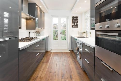 A kitchen or kitchenette at SPR Altrincham A Lovely Period Property House