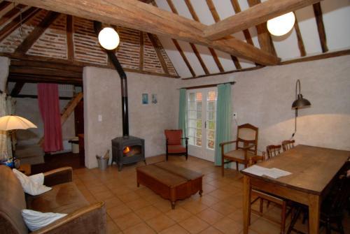 Een zitgedeelte bij Domaine du Bourg Gites