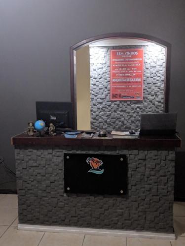 Uma TV ou centro de entretenimento em Saquarema Itauna Beach