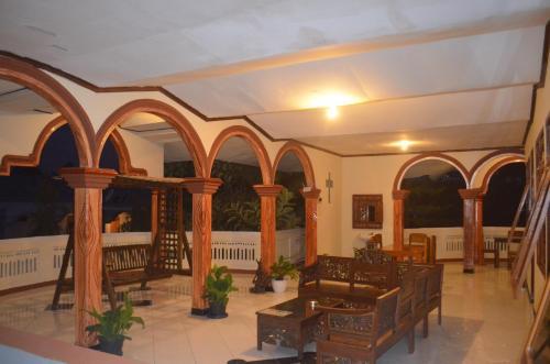 Restaurant ou autre lieu de restauration dans l'établissement Hotel Silverin Bajawa