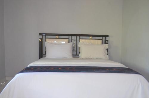 Un ou plusieurs lits dans un hébergement de l'établissement Hotel Silverin Bajawa