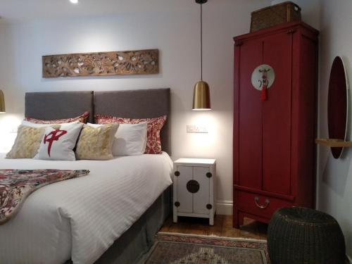 A bed or beds in a room at Quayside