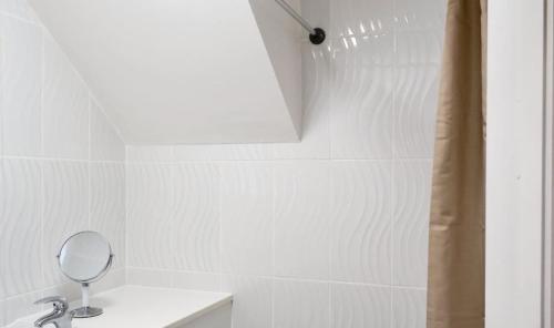 A bathroom at MJB Barrow Upon Humber