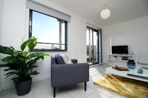 Contemporary 1 Bed Apt-next to the beach-sleeps 4