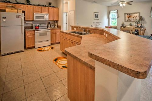 A kitchen or kitchenette at Centrally Located North Port Home with Private Lanai