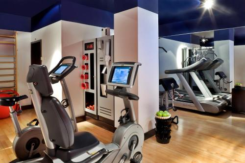 The fitness center and/or fitness facilities at Sofitel Lisbon Liberdade