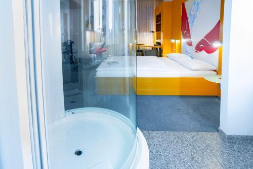 A bathroom at Hotel Berlin Ostbahnhof