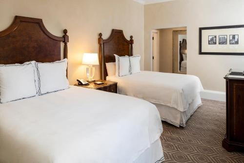 A bed or beds in a room at The Roosevelt Hotel New Orleans - Waldorf Astoria Hotels & Resorts