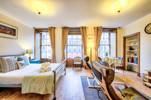 ALTIDO Royal Mile Apartment for Two - Location, Location!