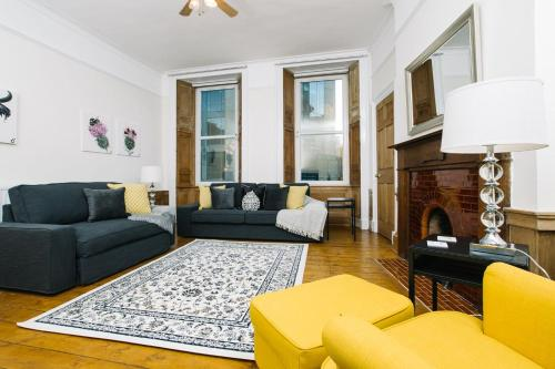 ALTIDO Spacious, Family-Friendly Flat Near the West End