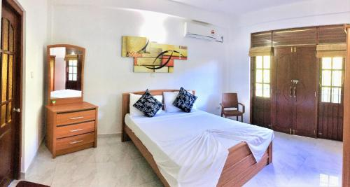 A bed or beds in a room at Slightly Chilled Forest Villa