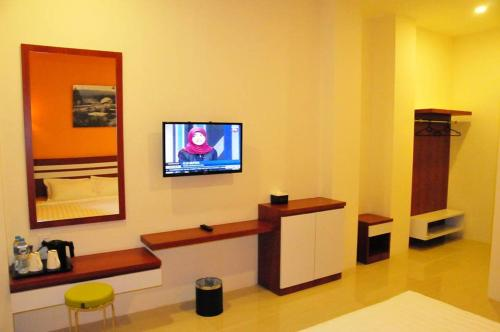 A television and/or entertainment centre at Venia Hotel Batam