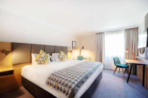 A bed or beds in a room at Holiday Inn Reading South M4 Jct 11