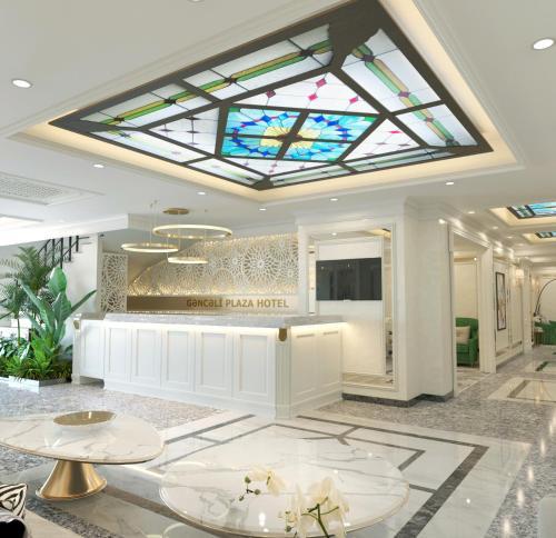 O saguão ou recepção de Ganjali Plaza Hotel