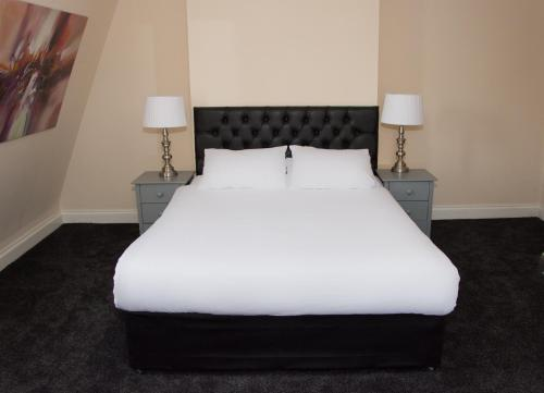 A bed or beds in a room at Castle Park Hotel