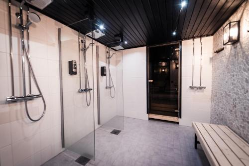 Kylpyhuone majoituspaikassa Hotel Aakenus
