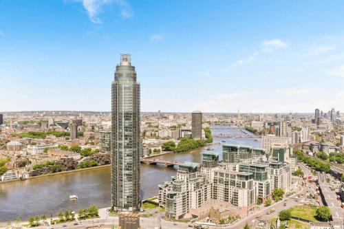 1 bed apartment in the sky with a London view!