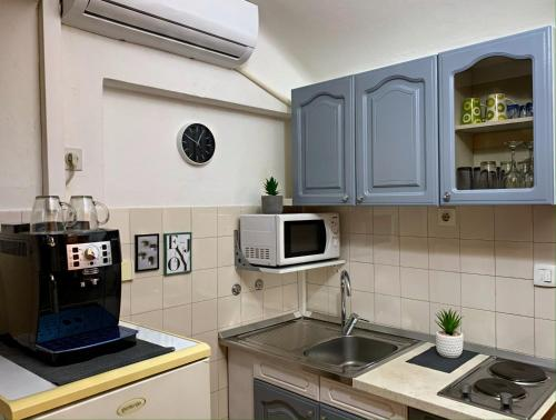 A kitchen or kitchenette at Studio Apartment Nani Centar