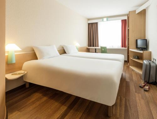 Кровать или кровати в номере ibis Heilbronn City