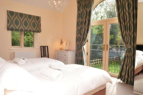 Cotswolds Valleys Accommodation - Stony House - Exclusive use spacious four bedroom holiday home