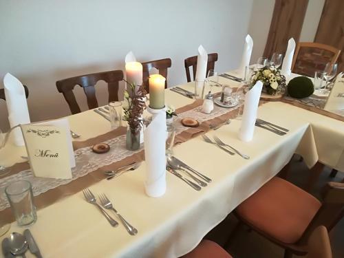 Ein Restaurant oder anderes Speiselokal in der Unterkunft Landhotel-Restaurant Willingshofer