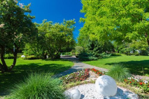 A garden outside Hotel Ramada Graz