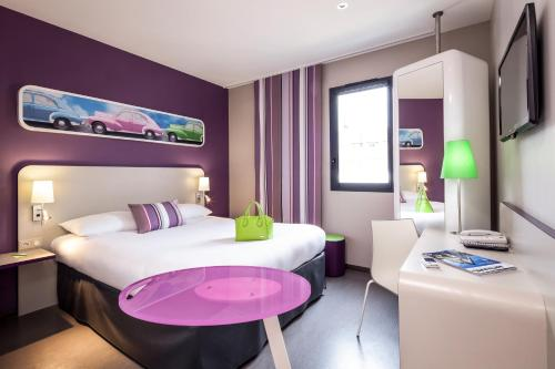 A bed or beds in a room at ibis Styles Montbéliard