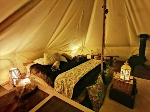 A bed or beds in a room at Glamping El Color de Mis Reves