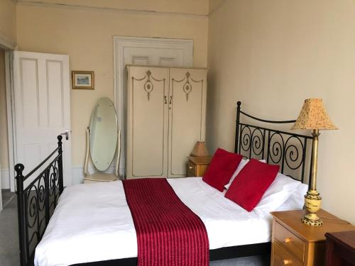 A bed or beds in a room at The Georgian House
