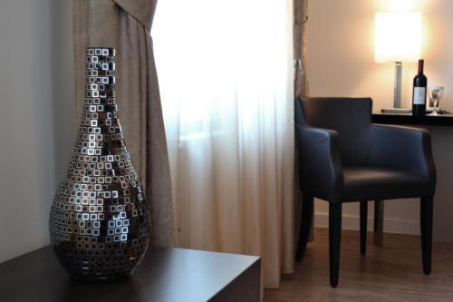 A seating area at Hotel Vier Jahreszeiten Berlin City