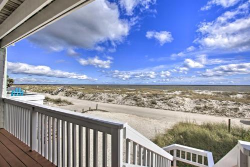 A balcony or terrace at Fernandina Beach Townhome - Walk to Ocean!