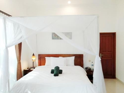 A bed or beds in a room at Bhuana Alit 2 Ubud
