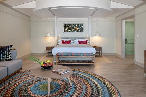 A bed or beds in a room at Anantara Bazaruto Island Resort