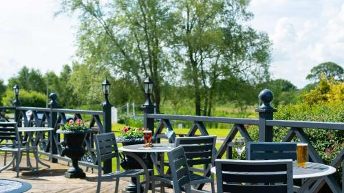A restaurant or other place to eat at Holt Lodge Hotel