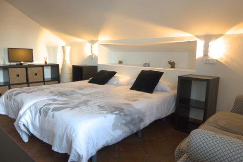 Cama o camas de una habitación en Hotel Rural La Pedriza Original