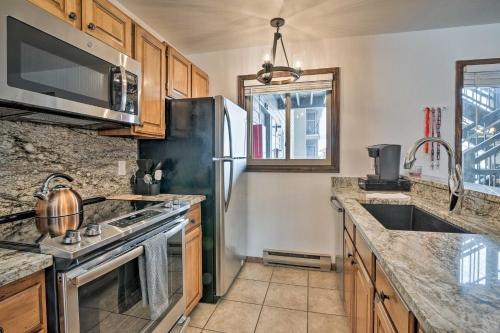 A kitchen or kitchenette at Steamboat Condo with Community Hot Tub 1 Mi to Lifts