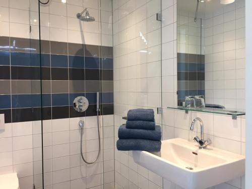 A bathroom at ParelDuyn