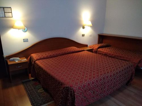 A bed or beds in a room at Hotel S.Antonio